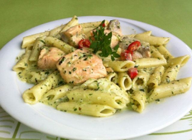 Penne with fresh salmon and pesto